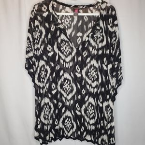 Vince Camuto black white ikat top